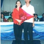 Professora Sandra Aparecida Custódio da Silva com o aluno formando Admilson Rafael de Lemos